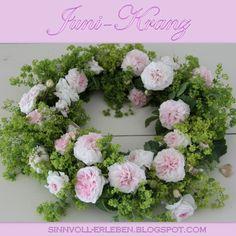 Junikranz  aus Rosen und Frauenmantel