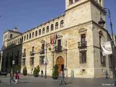 #Palacio de los Guzmanes en #León #Spain