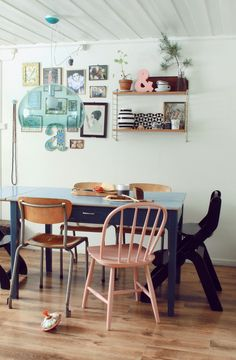cosy and mix of calming colors. You just need an old flat which has the spirit...then second hand furniture shop for the rest...