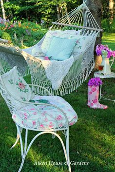 Ok I want my hammock to have this look/feel. Need antique quilt and pillows, paint a metal side table.....