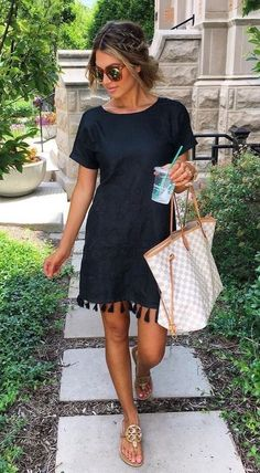 Black Tassel Dress + Gingham Tote Bag - My Style - Modetrends Fashion Mode, Look Fashion, Womens Fashion, Fashion Trends, Trendy Fashion, Feminine Fashion, Fashion Stores, 80s Fashion, Fashion 2018