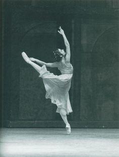 intimesgonebyblog: kameliendame: Kenneth MacMillan, Romeo and Juliet Alessandra Ferri Ph. Leslie E. Spatt The best Juliet.