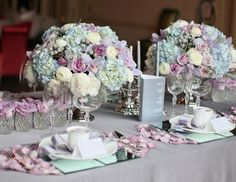 Such a pretty setting!! I love the mirrors used as plate chargers!