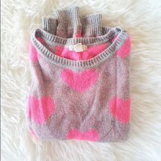 ✨HP✨ Pink Hearts Sweater 💓 Soft and cozy Forever 21 sweater with pink hearts. Worn a few times. ✨Host Pick | Casual Cool Party | 081716 ✨ Forever 21 Sweaters Crew & Scoop Necks