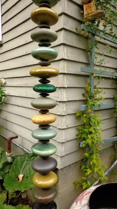 17 Brilliant Rain Chain Ideas is part of Irish garden - If you would like to replace your downspouts with a decorative rain chain, here are 17 fun DIY rain chain ideas to inspire you Yard Art, Deco Nature, Garden Steps, Garden Crafts, Diy Garden Projects, Outdoor Projects, Outdoor Crafts, Outdoor Decor, Dream Garden