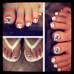NY Yankees Pedi via polishednailsok.com
