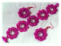 Free pattern for bracelet and earrings Peony.  If you did these in lime green the black specks would make it look like kiwi.