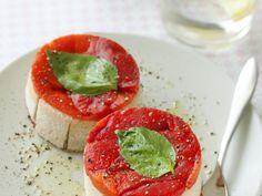 poivron rouge, fromage de chèvre, crème fraîche, basilic, pain de mie, ail, gélatine, huile d'olive, poivre, Sel