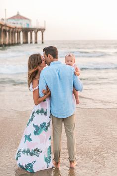 Baby Beach Pictures, Family Photos With Baby, Family Picture Poses, Family Beach Pictures, Family Posing, Family At The Beach, Toddler Beach Photos, Family Pics, Family Beach Session