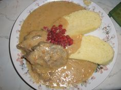 NAŠE KUCHYNĚ: Zvěřinová kuchyně - divočák Kančí kýta na smetaně ... Hummus, Cheese, Chicken, Meat, Cooking, Breakfast, Ethnic Recipes, Food, Hunting