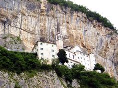madonna della corona brentino Madonna, Trekking, Mount Rushmore, Places, Nature, Travel, Bella, Lake Garda, Corona