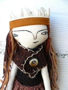 Muñeca princesa humilde con corona y bufanda. Pelo de pura lana, lana merino y algodón. 33 cm. de AntonAntonThings en Etsy
