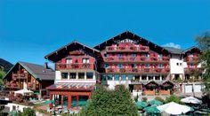 Hotel Alpina is een sfeervol ingericht driesterrenhotel in het gezellige plaatsje Les Gets. Direct gelegen aan de 'Coup du monde' mountainbike-circuit/afdaling en op loopafstand van het centrum. Hotel Alpina is rustig gelegen, aan de rand van het centrum, en op ca. 200 m van de lift/gondel. Afstand tot de golfbaan is ca. 1 km. Er zijn goede wandel- en fietsroutes vanaf de accommodatie. De indrukwekkende, bergachtige omgeving laat zich ook prima per auto verkennen. Officiële categorie ***