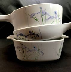 Beautiful set of Rangetoppers by Corningware. Shadow Iris design. Great vintage condition. Skillet and saucepan and casserole dish. Excellent vintage condition
