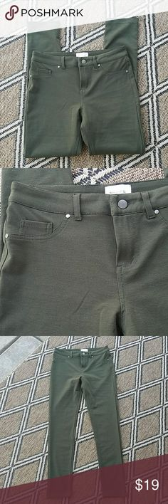 """NWOT Green Leggings New without tags, green leggings. Brand: Twin and Go.(Boutique) Size Large. 95% Polyester, 5% Spandex. Zipper with button fly. Back pockets are usable, front pockets are not. When laying flat and buttoned, waist measures 14.5"""" one way. Inseam: 28"""", rise: 9.5"""". No damage or defects. Comes from a smoke free home. Final price unless bundled. No trades, no holds, thank you Twin and Go Pants Leggings"""