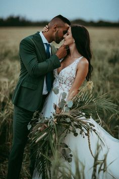In love with this unique boho style from this prairie wedding inspo | Image by Tricia Victoria & Co. Photography and Nathan Walker Photography #weddingphotography