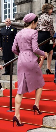 The Danish parliament opens today after the summer holidays. tradition believes the royal house overcomes the opening. The jacketdress is last seen in Riga Princess Marie Of Denmark, Royal Princess, Crown Princess Mary, Princesa Mary, Mary Donaldson, Danish Royal Family, Style And Grace, Royal Fashion, Ladies Fashion