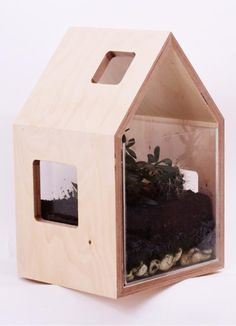 Brand: Colectivo de Melhoramentos Aquarium/Terrarium is a multitasking piece in this collection. Could serve as an address to our fishes, but also as the perfect set for our dream´s mini-garden. It has side and top windows to give different points of view.!Note: if it´s the case to be used as an Aquarium, we advise the use of a proper aquarium oxygen pump.  Material: Birch Plywood, transparent acrylic; Colour: NaturalDimensions: 250x300x450mmWeight: 4,8kg Product available in scar-id store…