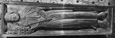 Gisant de Childebert à la basilique de Saint-Denis.- CHILDEBERT 1°- 1) BIOGRAPHIE, 18: L'évêque Germain officiait au maître-hôtel entouré de 6 autres évêques et le dépouille de Childebert est inhumée dans le caveau qui l'attendait et qu'il avait lui-même désigné. Mort sans descendance, son royaume revint à Clotaire qui seul roi restant, réunifie le royaume de Clovis 1°.