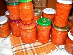 Zacusca cu Fasole Boabe, poza 2 Romanian Food, Romanian Recipes, My Favorite Food, Favorite Recipes, Canning Pickles, Canning Recipes, Hot Sauce Bottles, Celery, Salsa