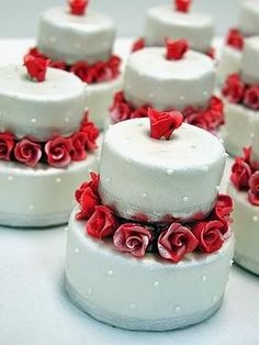 Adorable red rose miniature cakes