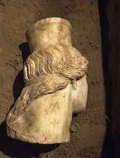 Amphipolis, Macedonia Greece: The back of East Sphinx head - From behind we can see the wavy curls with traces of red color, held by a ribbon.