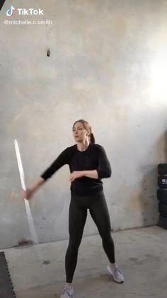 Self Defense Moves, Self Defense Martial Arts, Martial Arts Workout, Martial Arts Training, Boxing Workout, Fitness Workouts, Yoga Fitness, Martial Arts Techniques, Self Defense Techniques