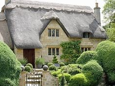 Thatched roof cottage in Chipping Campden (Cotswolds, England) today afternoon tea,scones,and clotted cream Storybook Homes, Storybook Cottage, Thatched House, Thatched Roof, Stone Cottages, Cabins And Cottages, Cute Cottage, Cottage Style, Architecture Design