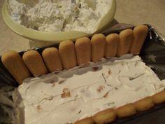 tort-cu-crema-de-iaurt-si-fructe-3 Dessert Bars, Camembert Cheese, Deserts, Dairy, Food And Drink, Baking, Anna, Cakes, Cold