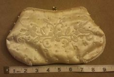 VINTAGE-EMERSON-WHITE-CLUTCH-PEARL-BEADED-PURSE-HAND-BAG