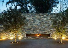 The Corten House in Sao Paulo, Brasil, is one of the most beautifully created modern home added to architect Marcio Kogan`s portfolio. Contemporary Outdoor Fireplaces, Modern Outdoor Fireplace, Outdoor Fireplace Designs, Simple Fireplace, Contemporary Garden, Fireplace Wall, Exterior Lighting, Outdoor Lighting, Studio Mk27