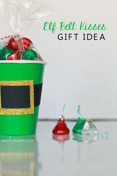 elf belt kisses gift idea Check out this cute Christmas gift idea elf kisses treat idea just fill a green cup with holiday Hershey kisses and tape on an elf belt so fun! Cute Christmas neighbor gift idea or cute Christmas craft idea! Source by jensedillo Neighbor Christmas Gifts, Cute Christmas Gifts, Neighbor Gifts, Homemade Christmas, Christmas Projects, Xmas Gifts, Holiday Crafts, Christmas Holidays, Christmas Ideas