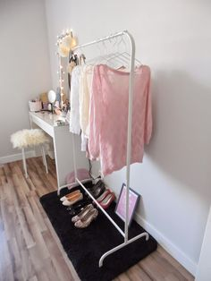 Wyposażenie, kobiecy gadżet ;) - Moja mała podręczna garderoba :D