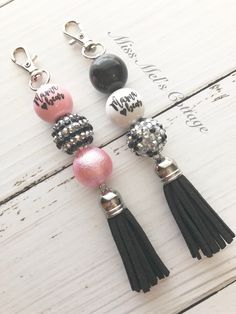 Mama Bear Chunky Beads Zipper Bag Charms with accent tassel/purse/backpack/keychain accent/chunky bubblegum beads by MissMelsCottage on Etsy Diy Bag With Zipper, Zipper Bags, Handmade Keychains, Handmade Jewelry, Beaded Bags, Beaded Bracelets, Diy Bags Purses, Chunky Beads, Jewelery