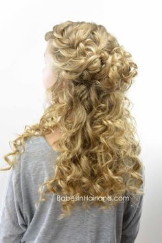 Half-Up Style for Curly Hair - Babes In Hairland hair wedding Half-Up Style for Curly Hair - Babes In Hairland Curly Hair Braids, Curly Hair With Bangs, Braids With Curls, Haircuts For Curly Hair, Short Wavy Hair, Down Hairstyles, Curly Hair Styles, Natural Hair Styles, Natural Curls