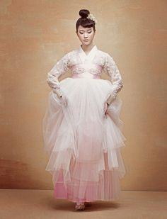 Fashion- Hanbok Korean Traditional Dress, Traditional Fashion, Traditional Outfits, Korean Wedding Traditions, Korean Dress, Korean Outfits, Korean Clothes, Modern Hanbok, Dress Attire