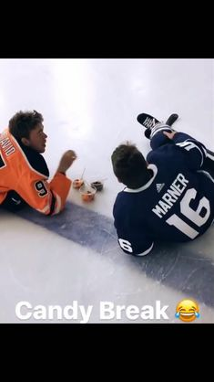 i love hockey players Funny Hockey Memes, Funny Memes, Hockey Quotes, Montreal Canadiens, Hockey Pictures, Funny Pictures, Mitch Marner, Toronto Photography, Canadian Memes