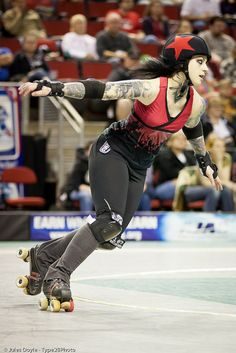 Re-AnimateHer left Rat City Roller Girls. She still one of the most amazing roller girls in the world. Roller Derby Skates, Roller Derby Girls, Roller Skating, Female Pose Reference, Pose Reference Photo, City Roller, Human Poses, Cool Poses, Dynamic Poses