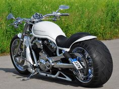 """Love every detail of this magnificent bike. Each time you see a V-Rod like this you think: """"Yes definitely part of the Harley family"""" Harley Davidson Pictures, Harley Davidson V Rod, Harley Davidson Street Glide, Harley Davidson Motorcycles, Custom Motorcycles, Custom Bikes, Night Rod Special, Chopper Motorcycle, Moto Bike"""