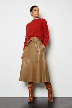 Looking for a new-season overhaul? Discover brand-new clothing, shoes and accessories at Karen Millen. A Line Skirt Outfits, Midi Skirt Outfit, Leather A Line Skirt, Womens Leather Skirt, Modest Fashion, Fashion Outfits, Girl Fashion, Lookbook, Karen Millen