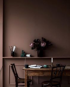 Learn how to implement the latest autumn interior design trends into your home Autumn Interior, Brown Interior, Cafe Interior, Dark Interiors, Colorful Interiors, Brown Accent Wall, Accent Wall Colors, Dark Brown Walls, Interior Decorating
