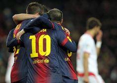 Jugadores del FC Barcelona, Messi, Iniesta celebrando una anotación del equipo. | FC Barcelona 2-1 Sevilla. [23.02.13]
