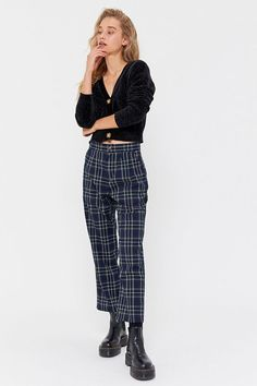 Shop plaid clothing for women featuring pants, dresses, flannel jackets and plaid blazers. Find the perfect checkered pants for fall! Fashion Pants, Fashion Outfits, Fashion Women, Rock Fashion, Emo Fashion, Fashion 2020, Plaid Pants Outfit, Plaid Outfits, Plaid Shorts