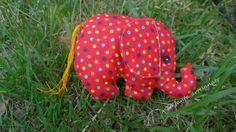 Elefante feito em tecido.