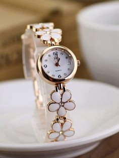 Ceas de dama elegant, curea metaliza aurie cu flori albe delicate si cristal