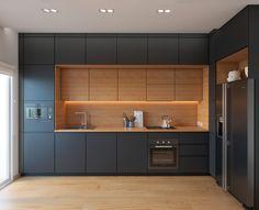 Idea cucine moderne colore nero con finiture e pavimento in rovere chiaro per uno stile minimal moderno