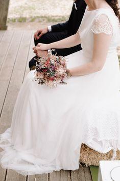 CITA PREVIA: 94 430 08 87 - HORARIO: Lunes-Viernes:10-13,30h y 17,30-20h. SÁBADOS: 10-13,30h. -   DIRECCIÓN: Maidagan 3- GETXO(BIZKAIA),  Metro: BIDEZABAL Email:info@novelle.es REDES SOCIALES:@nove… Lace Wedding, Wedding Dresses, Fashion, Socialism, Wedding Dress Lace, Wedding Gowns, Schedule, Quote, Friday