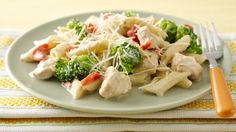 Pasta in the slow cooker! Try this creamy chicken and broccoli pasta recipe.