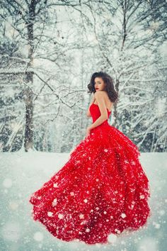 44 ideas for photography artistique neige Winter Senior Pictures, Snow Dress, Snow Photography, People Photography, Red Gowns, Glamour, Winter Dresses, Belle Photo, Lady In Red