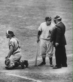 """""Old Days""Yogi Berra disagrees with the Home Plate Umpire in an early Indians-Yankees game at Yankee Stadium. Damn Yankees, New York Yankees Baseball, Yankees Fan, Baseball Art, Baseball Players, Baseball Stuff, Baseball Season, But Football, American Games"